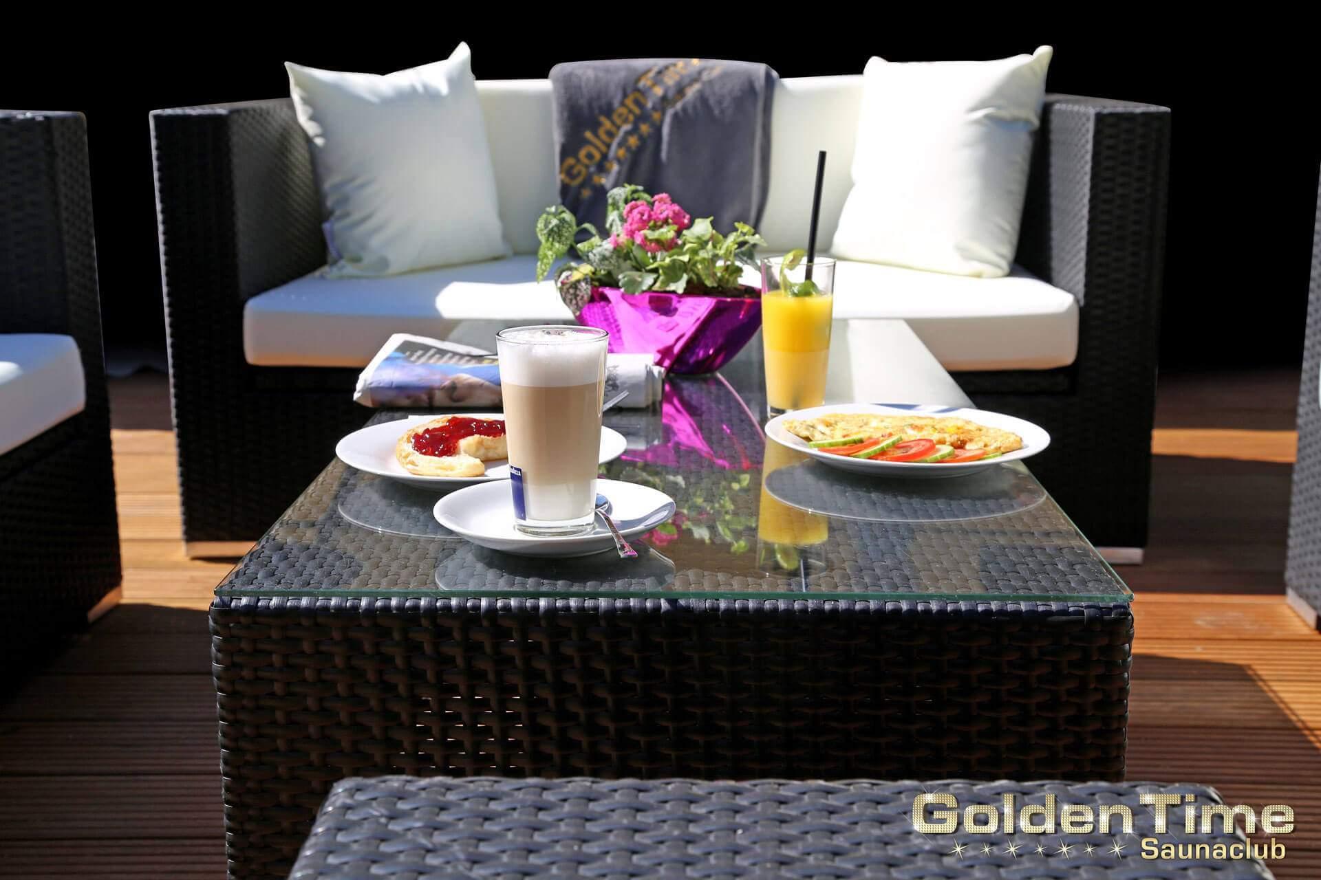 01-terrasse-pic-01-goldentime-saunaclub.jpg