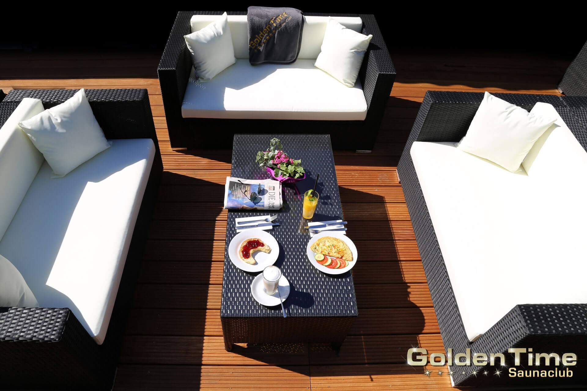01-terrasse-pic-02-goldentime-saunaclub.jpg