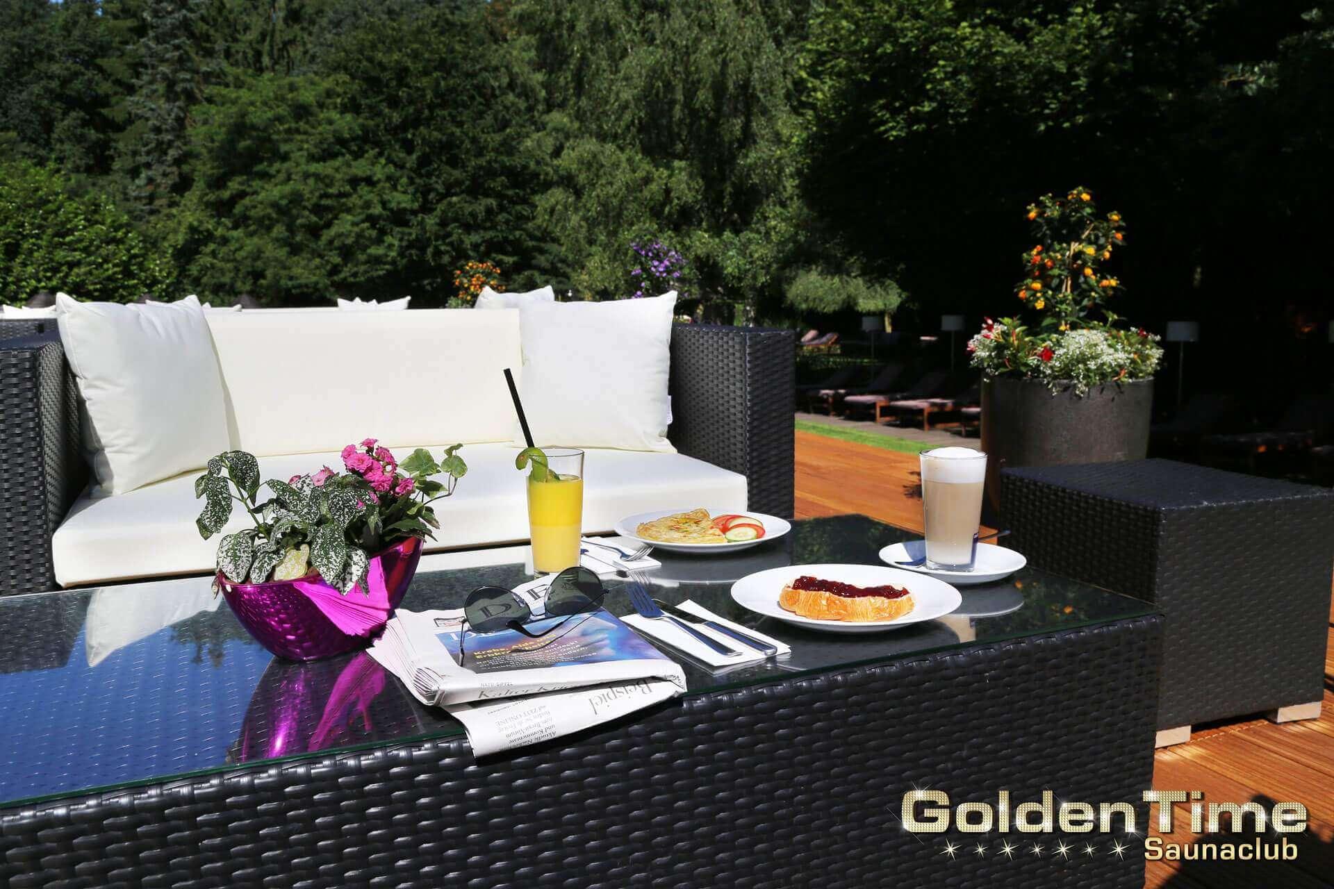 01-terrasse-pic-03-goldentime-saunaclub.jpg