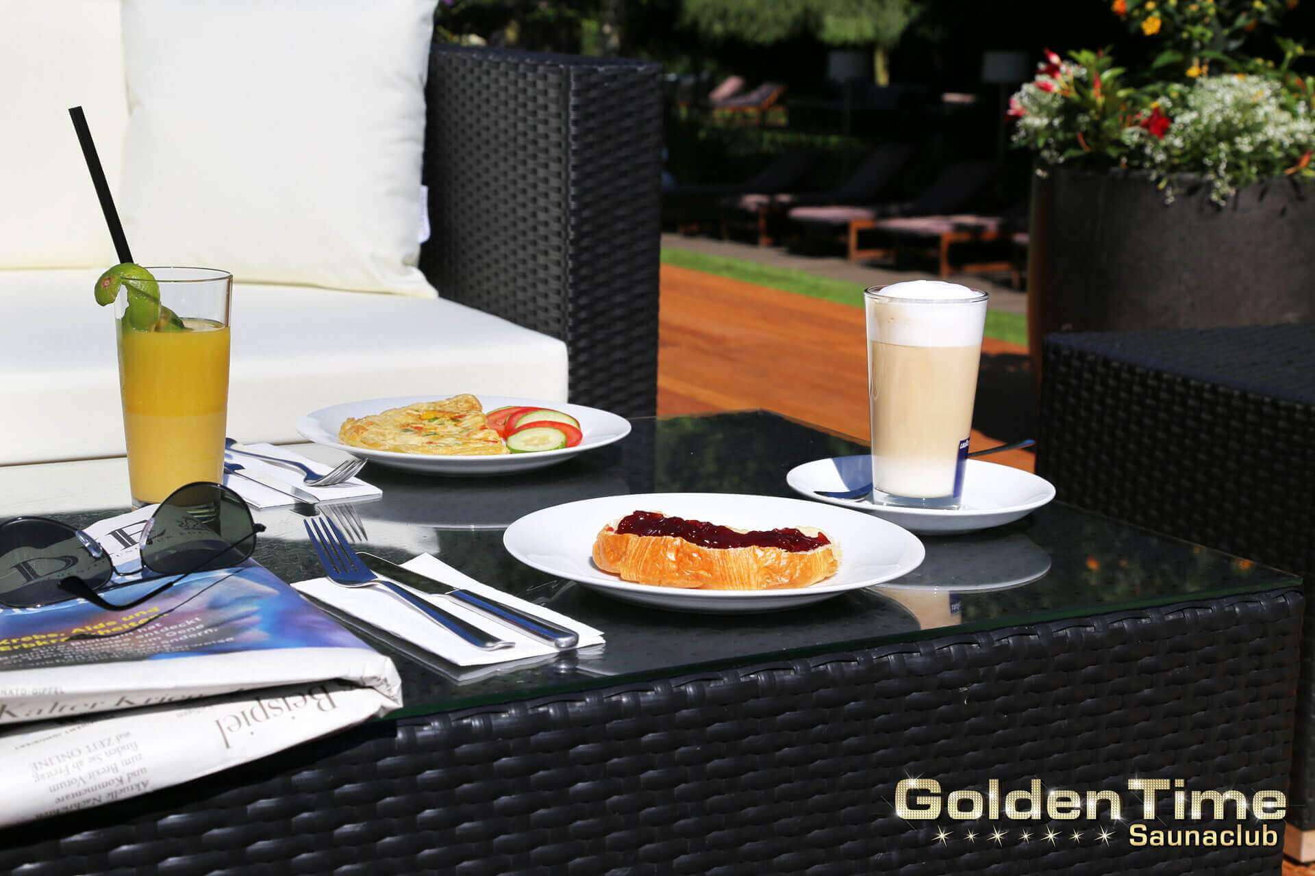 01-terrasse-pic-04-goldentime-saunaclub.jpg