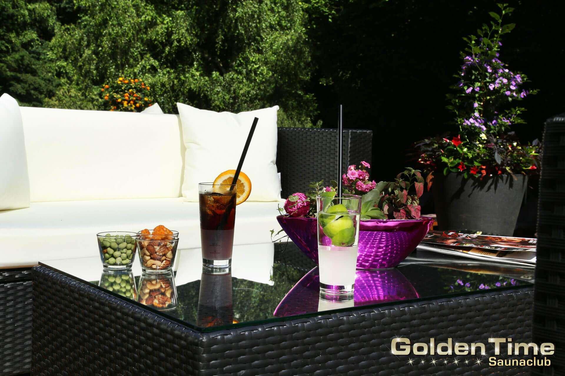 01-terrasse-pic-05-goldentime-saunaclub.jpg