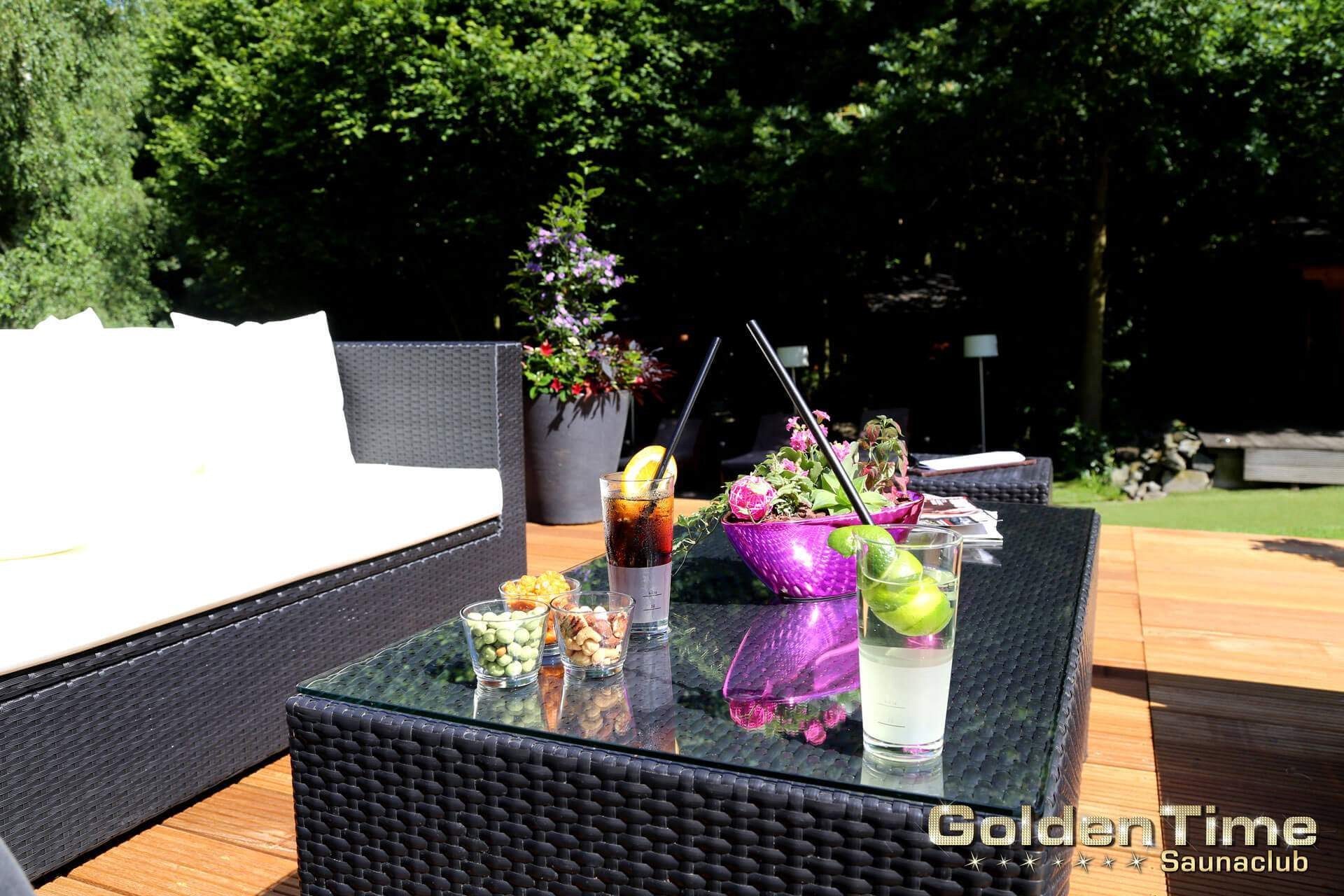 01-terrasse-pic-08-goldentime-saunaclub.jpg