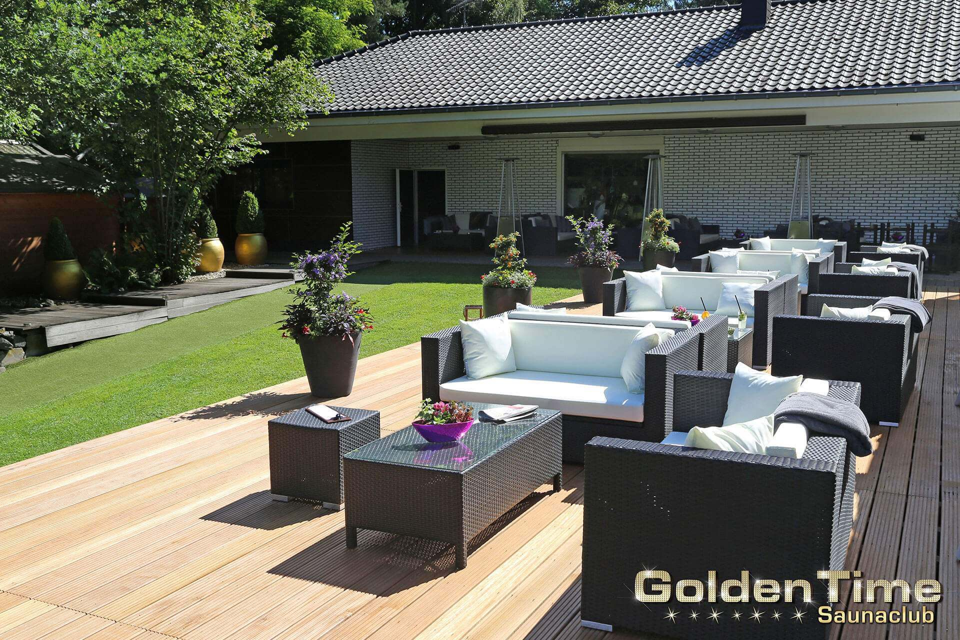 01-terrasse-pic-10-goldentime-saunaclub.jpg