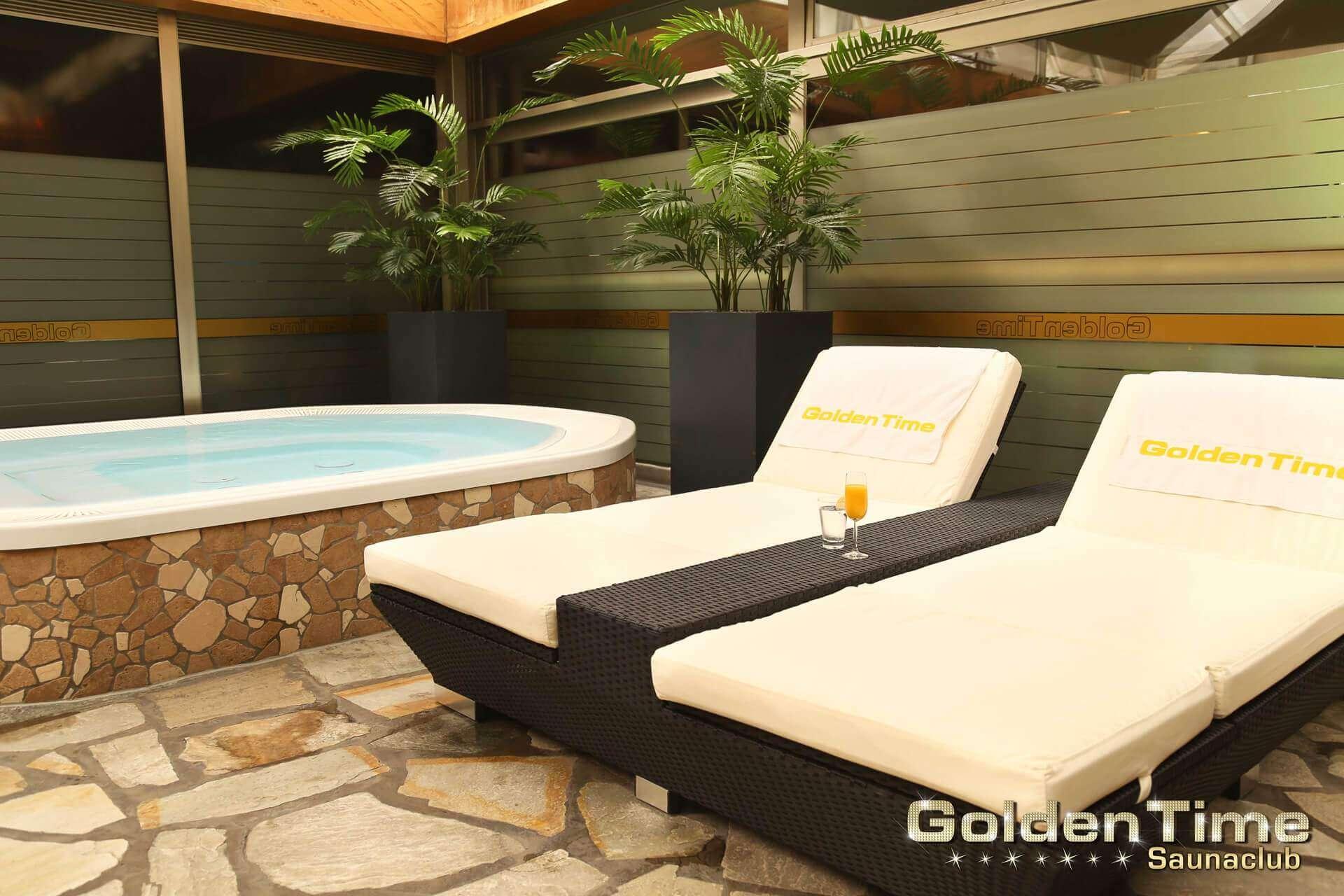01-terrasse-wellnessbereich-pic-05-goldentime.jpg