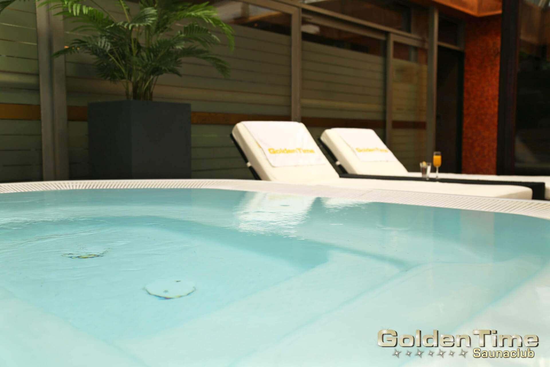 01-terrasse-wellnessbereich-pic-08-goldentime.jpg